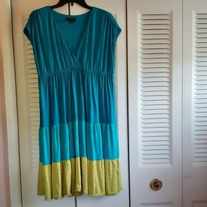 Gently used color block dress - knee length